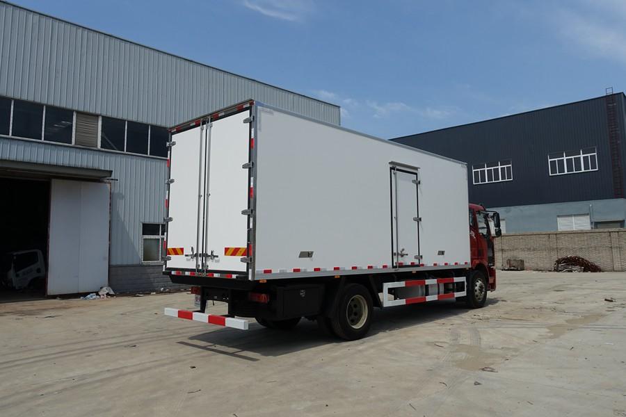 6.8米解放J6L冷藏车