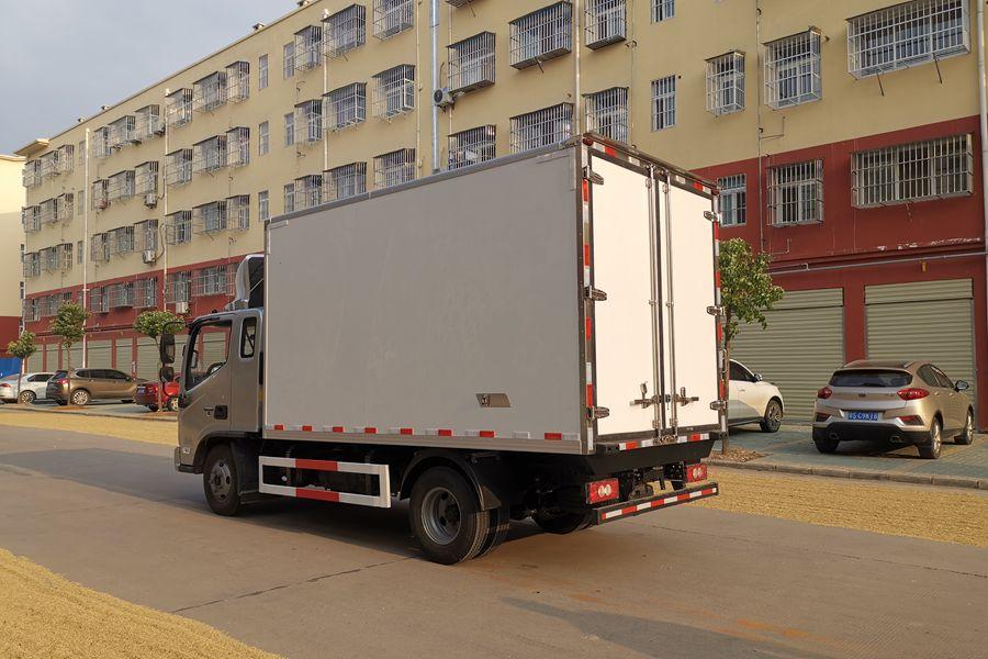 福田欧马可S3排半3.7米冷藏车