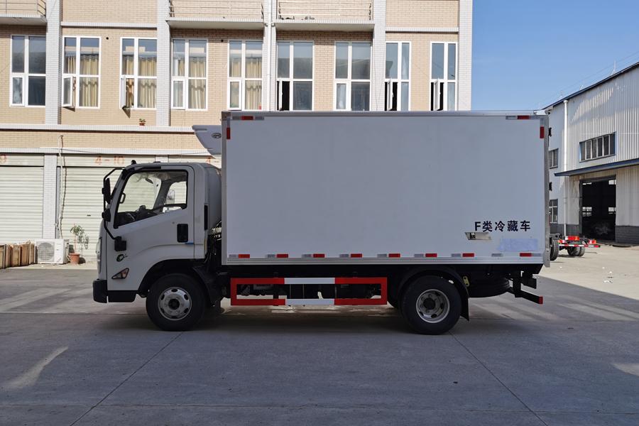 江铃凯运4.2米冷藏车正侧