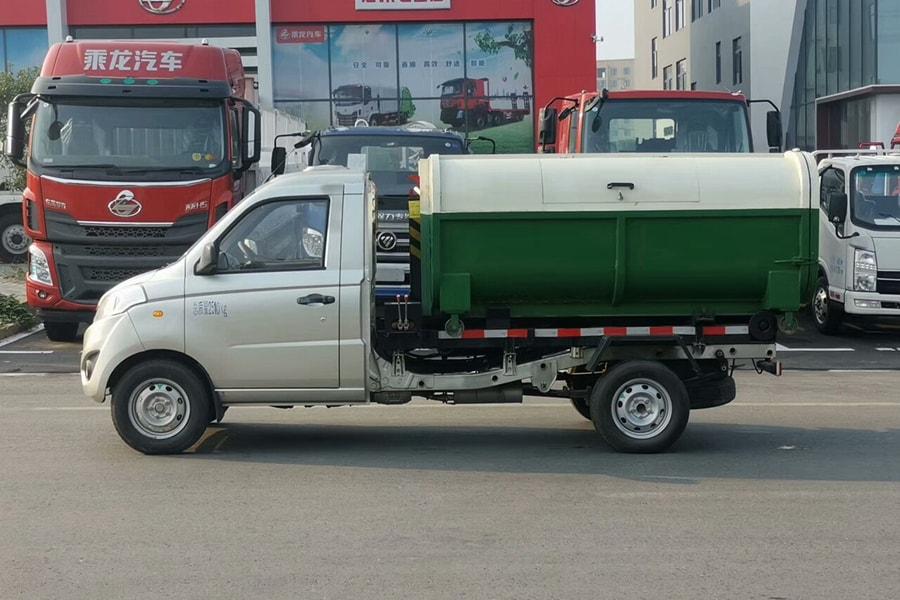 长治福田祥菱V1勾臂3立方垃圾车正侧