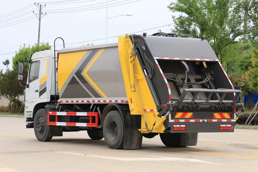 东风专底压缩式垃圾车图片2