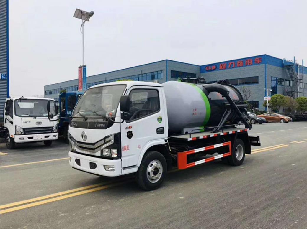 上海东风小多利卡5方吸污车