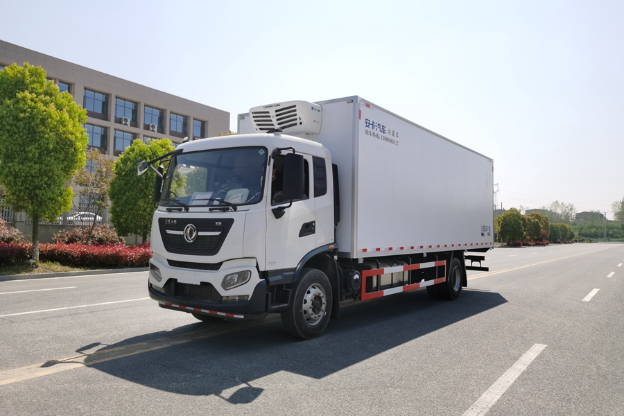 贵州东风天锦新款KR7.8米平顶冷藏车