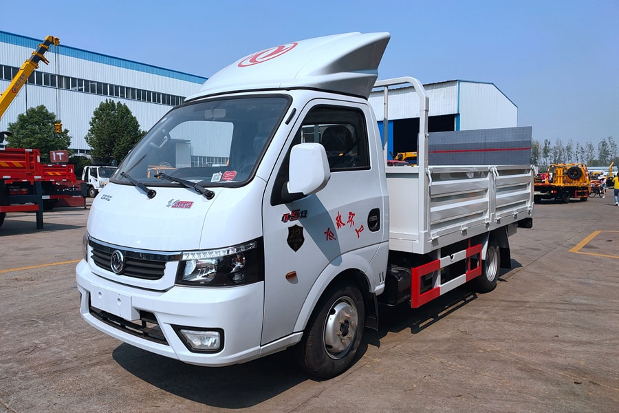 贵州东风途逸桶装垃圾运输车