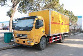 东风多利卡5.1米易燃液体厢式运输车