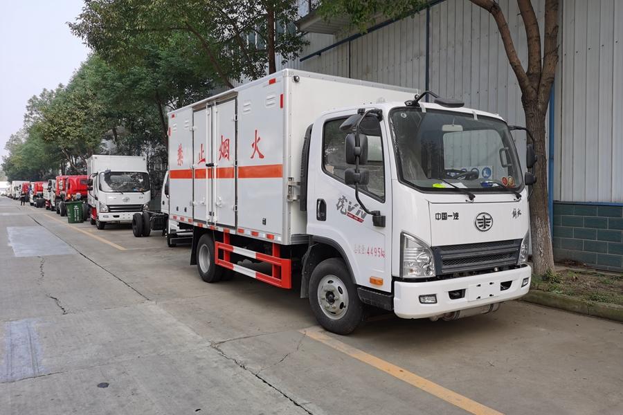 山东解放虎V易燃气体厢式运输车