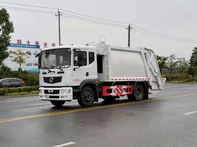 东风天然气压缩式垃圾车