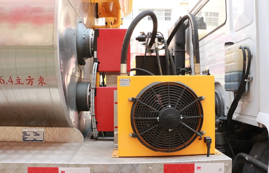 东风10吨沥青洒布车导热油及散热器图片