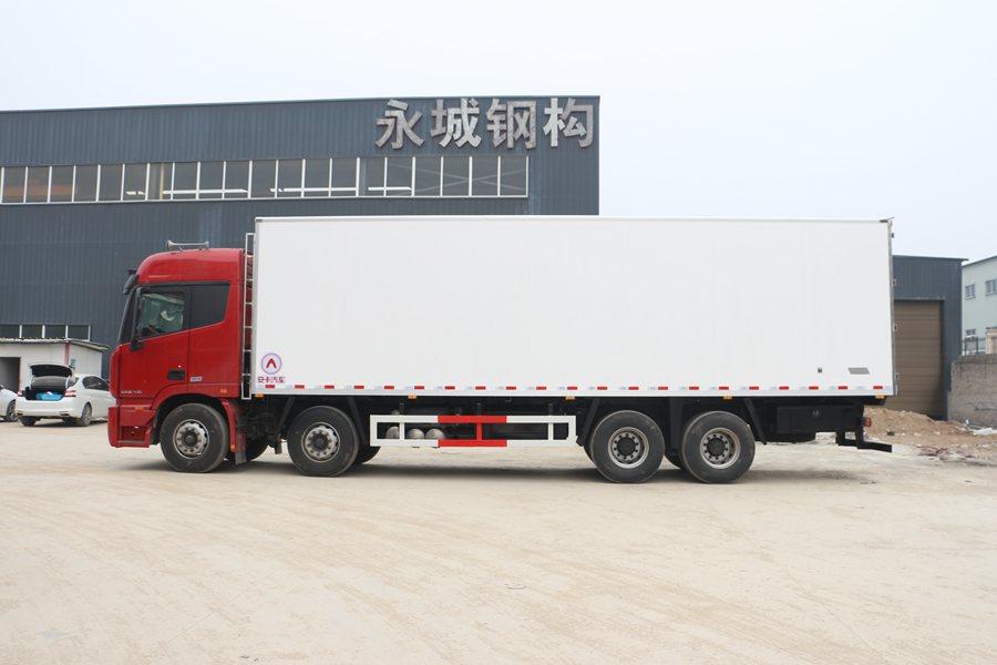 福田欧曼EST9.6米冷藏车正侧图片