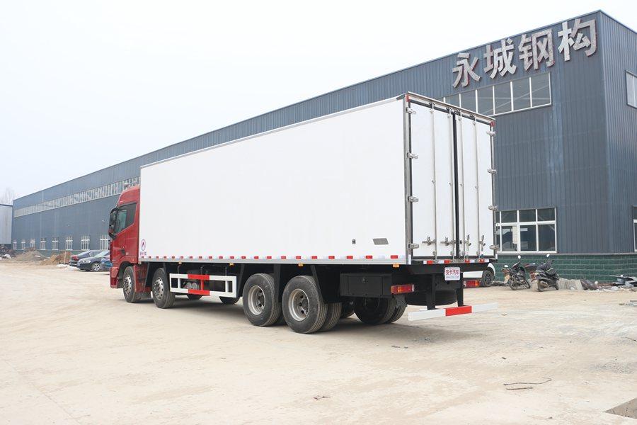 福田欧曼EST9.6米冷藏车斜后图片