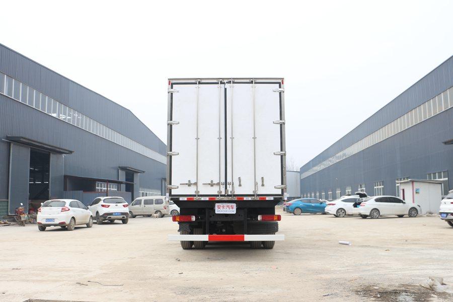 福田欧曼EST9.6米冷藏车正后图片