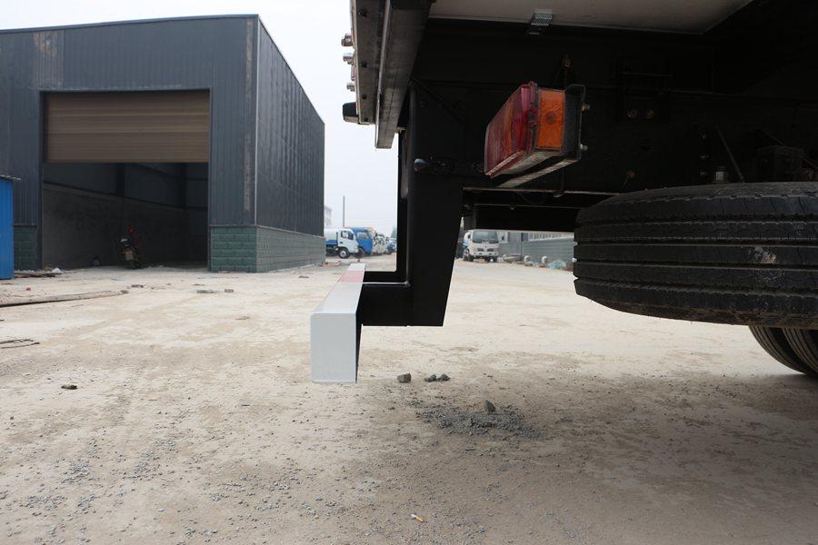 福田欧曼EST9.6米冷藏车后保险杠图片