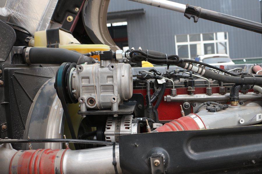 福田欧曼EST9.6米冷藏车压缩机图片