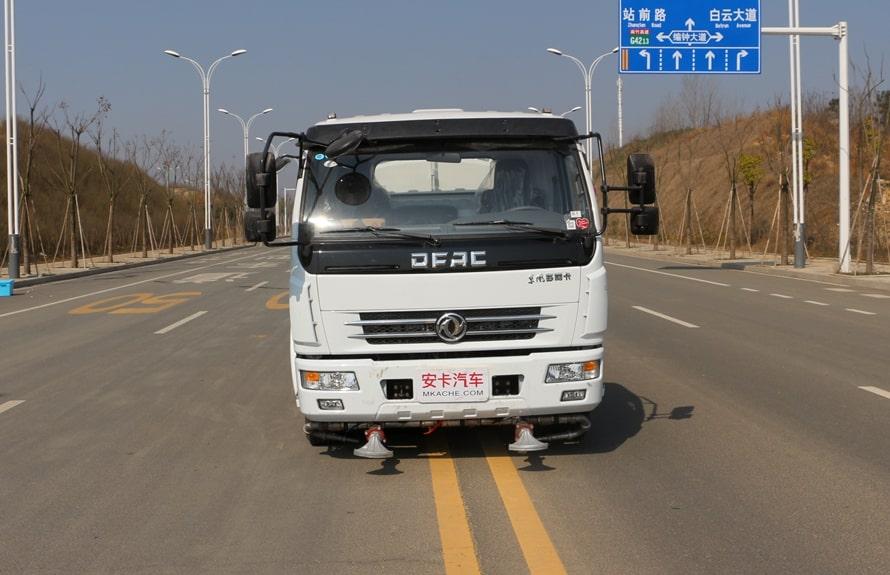 东风8吨洒水车整车图片E