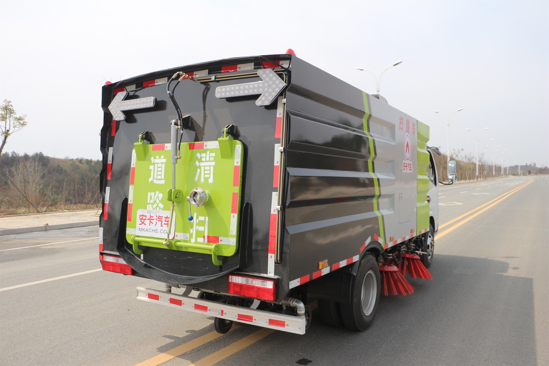 东风多利卡扫路车外观图片(车头向右后45度)