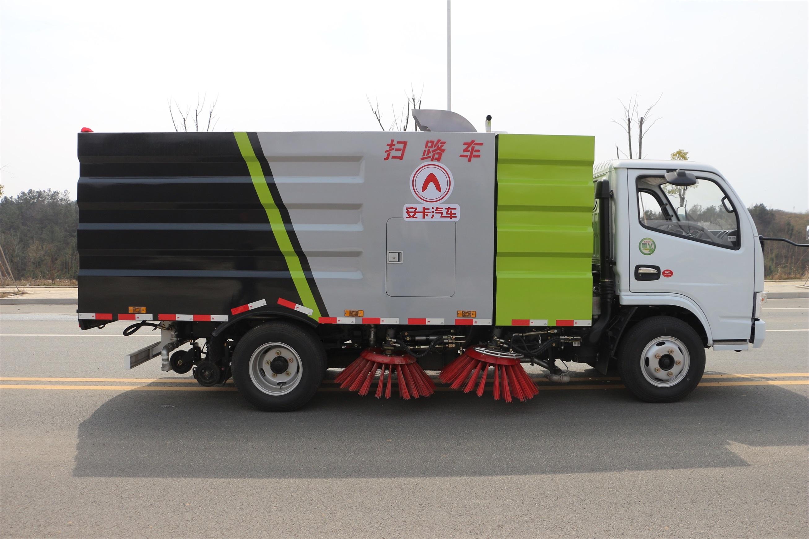 东风多利卡扫路车外观图片(车头向右正侧)