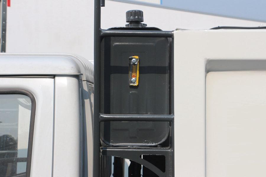 东风3吨压缩式垃圾车液压油箱图片