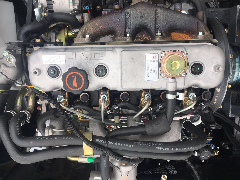 多利卡d6上装副发动机