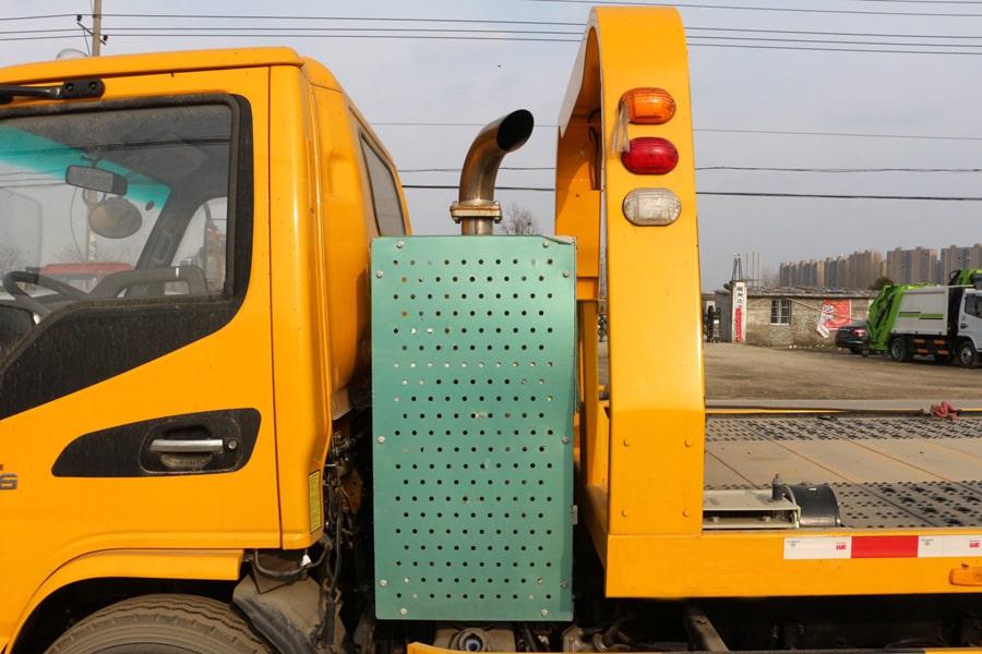 江淮5.6米可涉水清障车排气管图片
