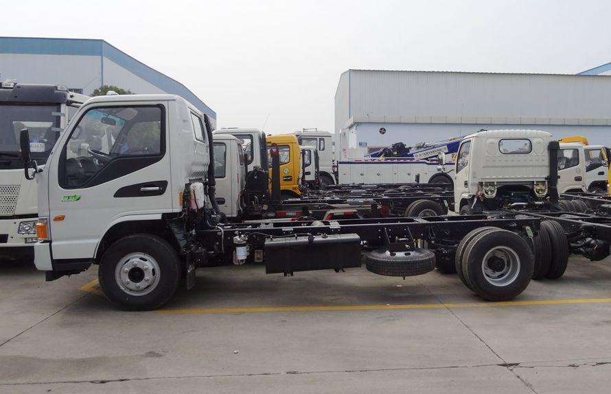 江淮5吨压缩垃圾车底盘图片