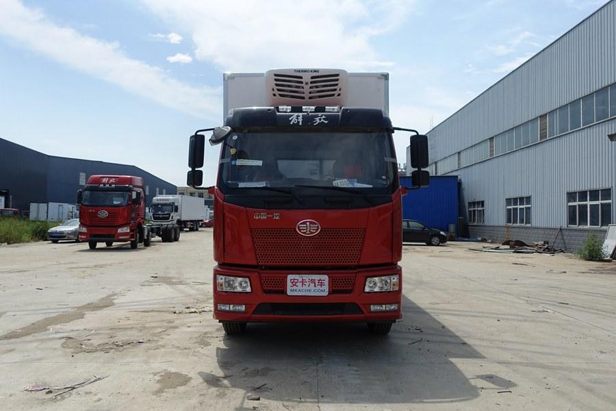 解放J6-6.8/7.5米冷藏车正前图片