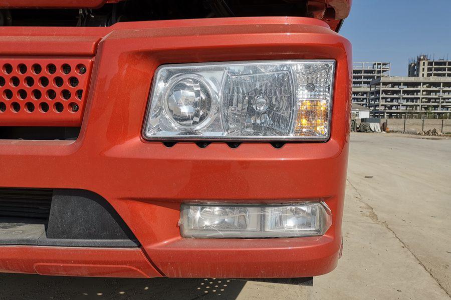 解放J6-6.8/7.5米冷藏车前大灯图片
