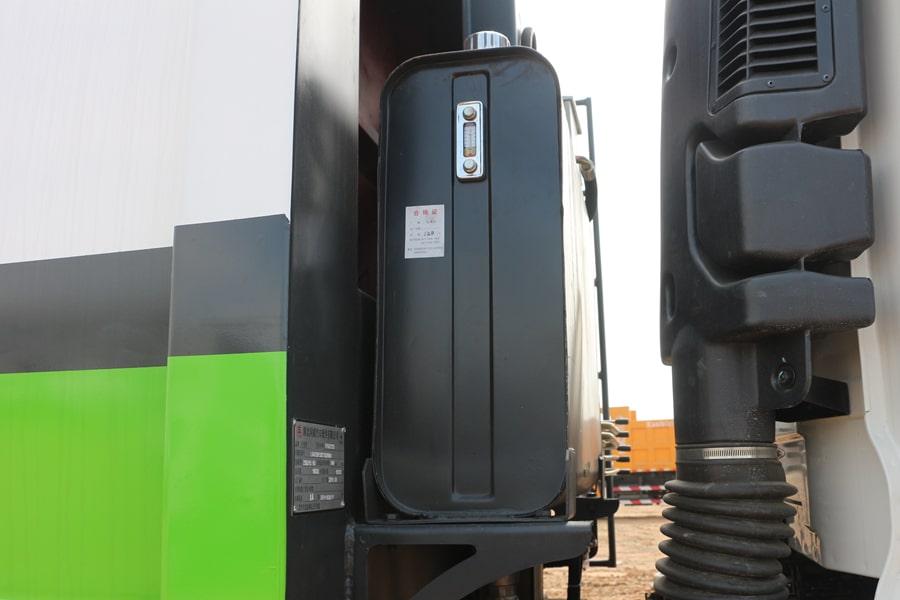 东风14方压缩式垃圾车液压油箱图片