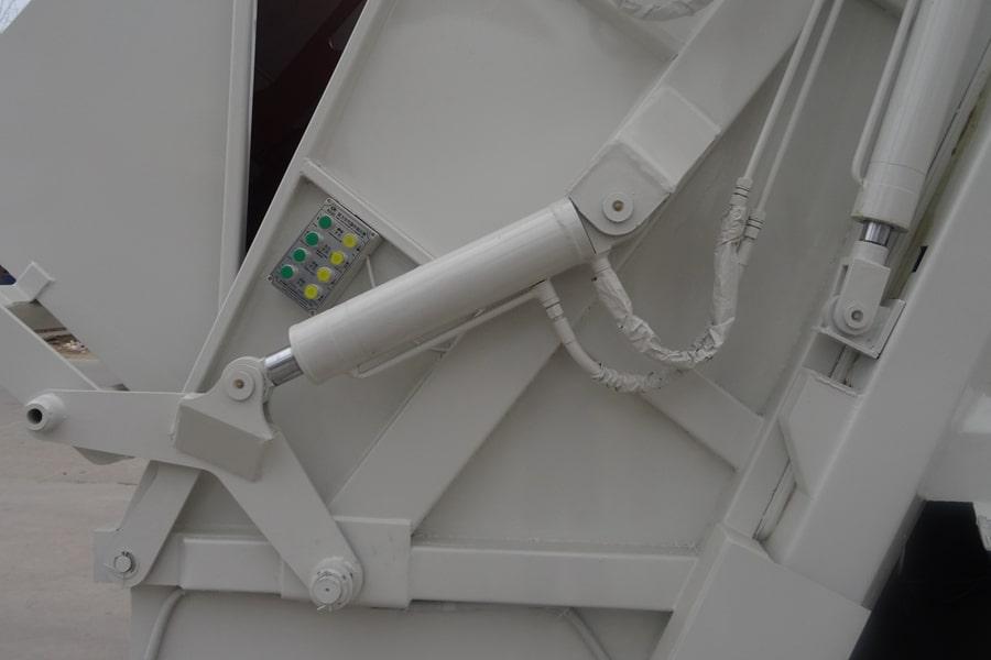 东风12方压缩式垃圾车上装油缸图片