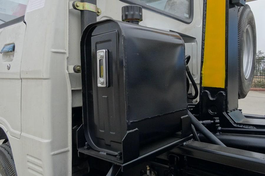 福田3方勾臂式垃圾车液压油箱图片