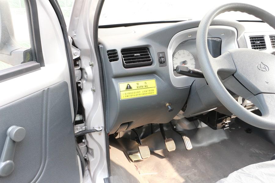 长安3方勾臂式垃圾车驾驶室图片