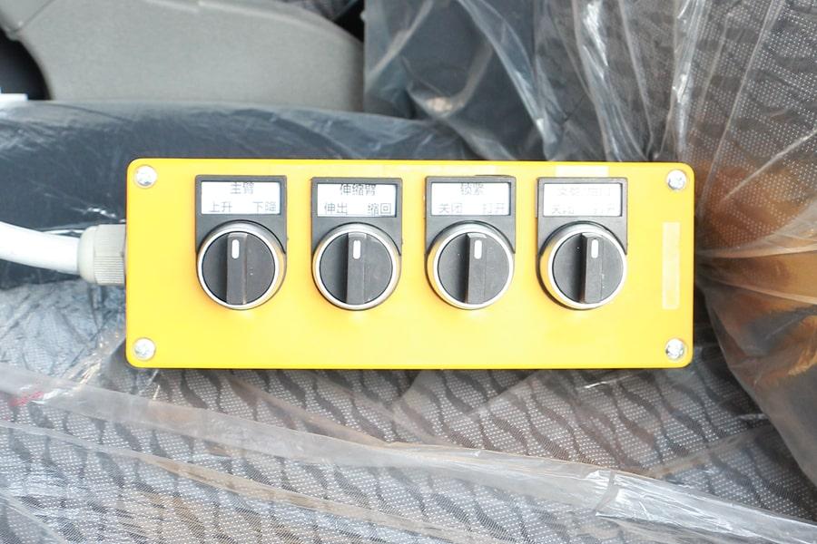 东风4方勾臂式垃圾车驾驶室内操作手柄图片
