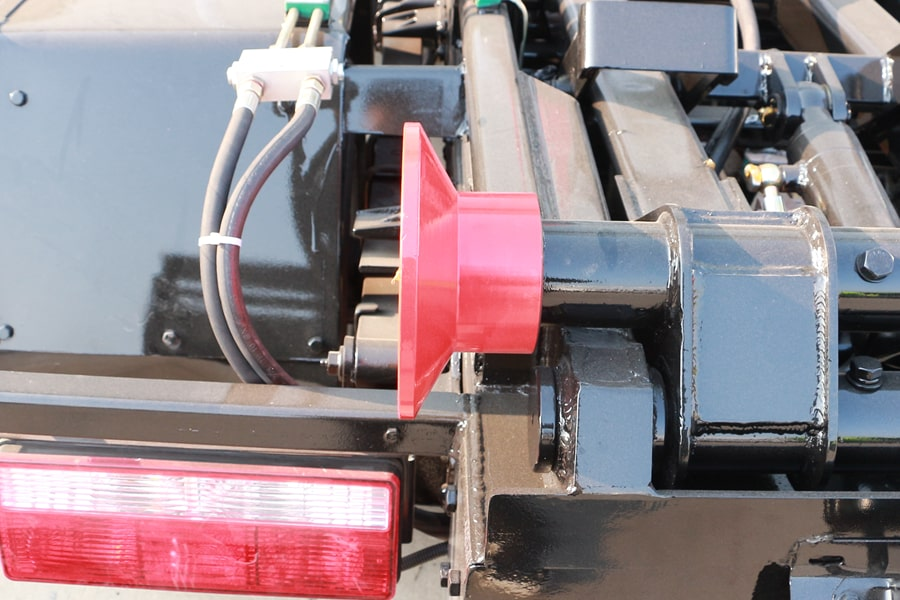 东风4方勾臂式垃圾车导轮图片