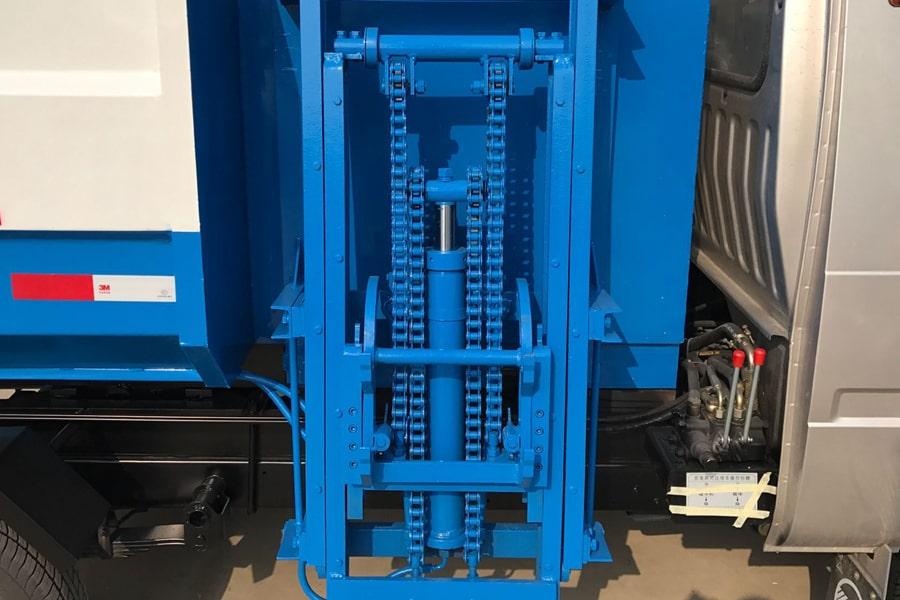 凯马3方挂桶式垃圾车挂桶装置图片