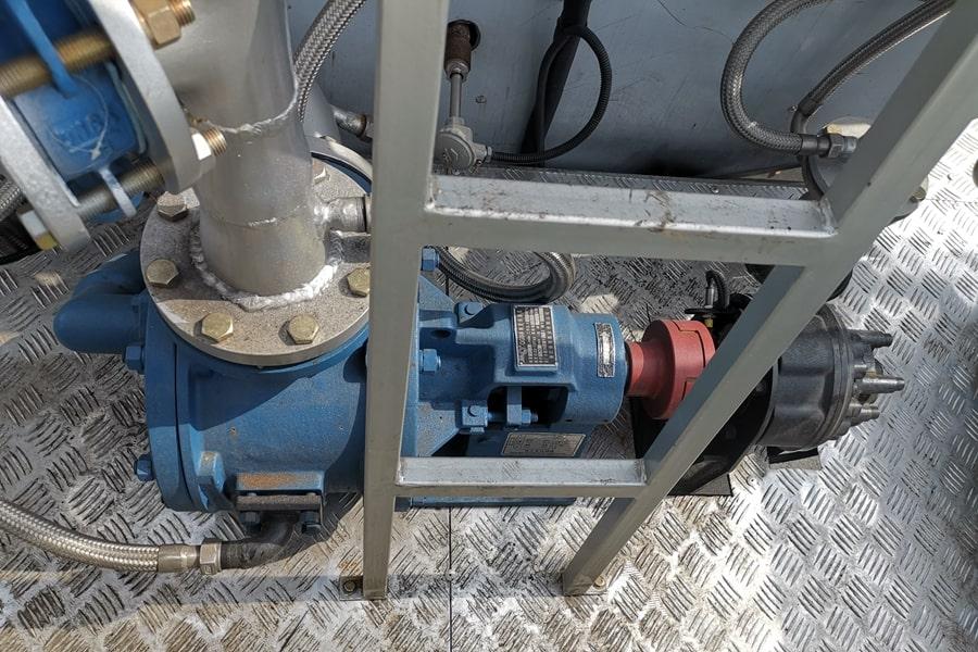 陕汽12吨沥青洒布车沥青泵图片