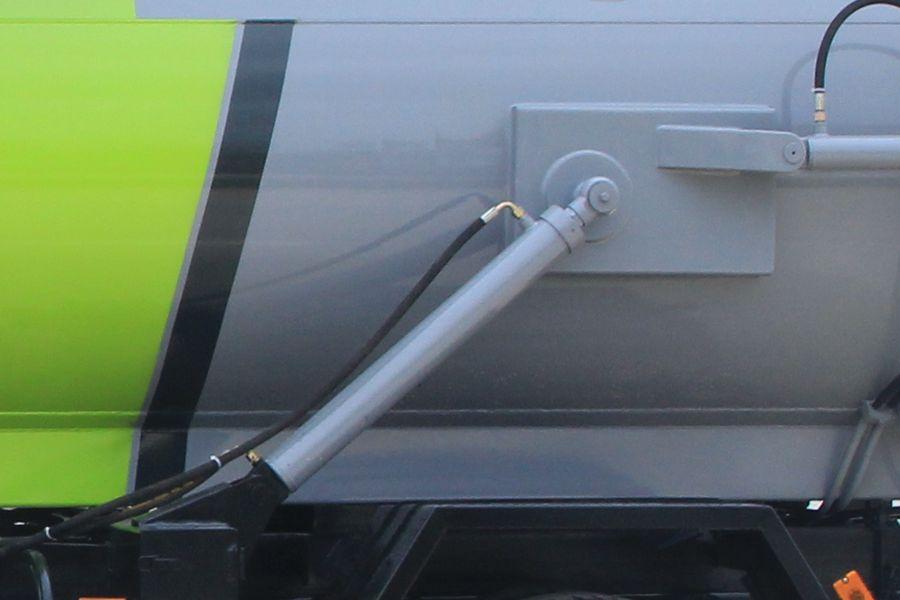 东风5吨餐厨垃圾车(卸料油缸图片)