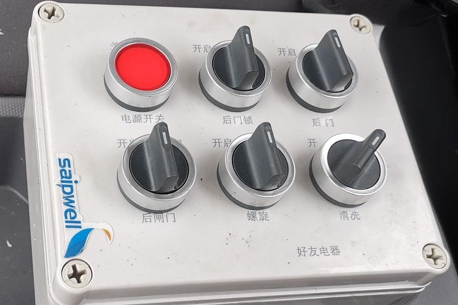 福田欧马可6方餐厨垃圾车室内操作面板图片