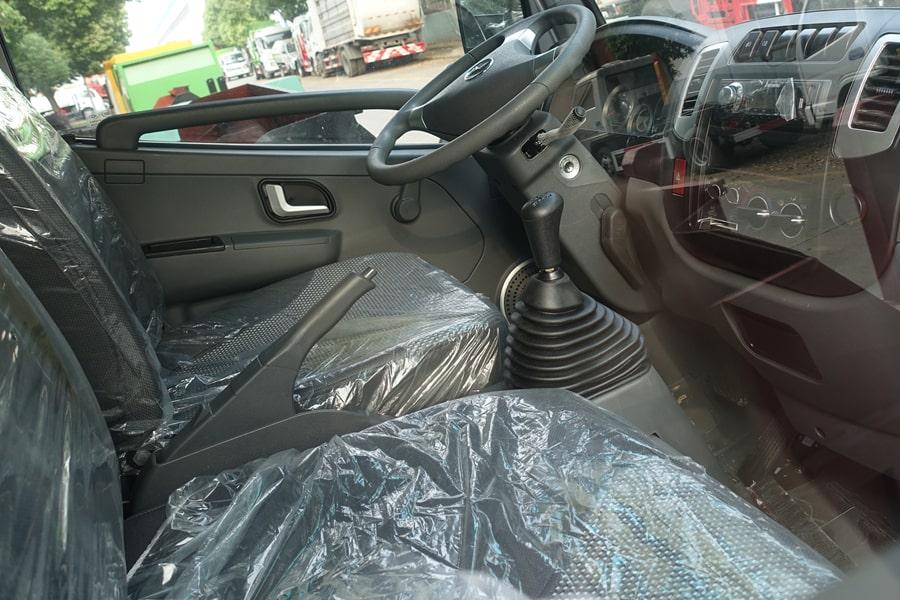 凯马3.5方餐厨垃圾车驾驶室图片
