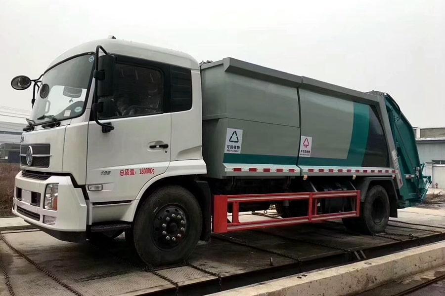 国六东风天锦分捡垃圾运输车左前侧图片