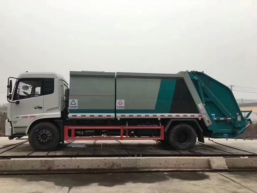 国六东风天锦分捡垃圾运输车左侧图片