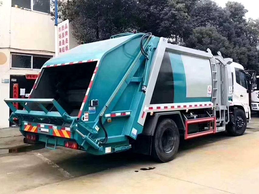 国六东风天锦分捡垃圾运输车右后侧图片