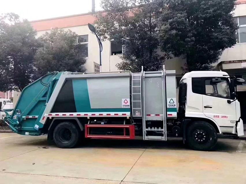 国六东风天锦分捡垃圾运输车右侧图片