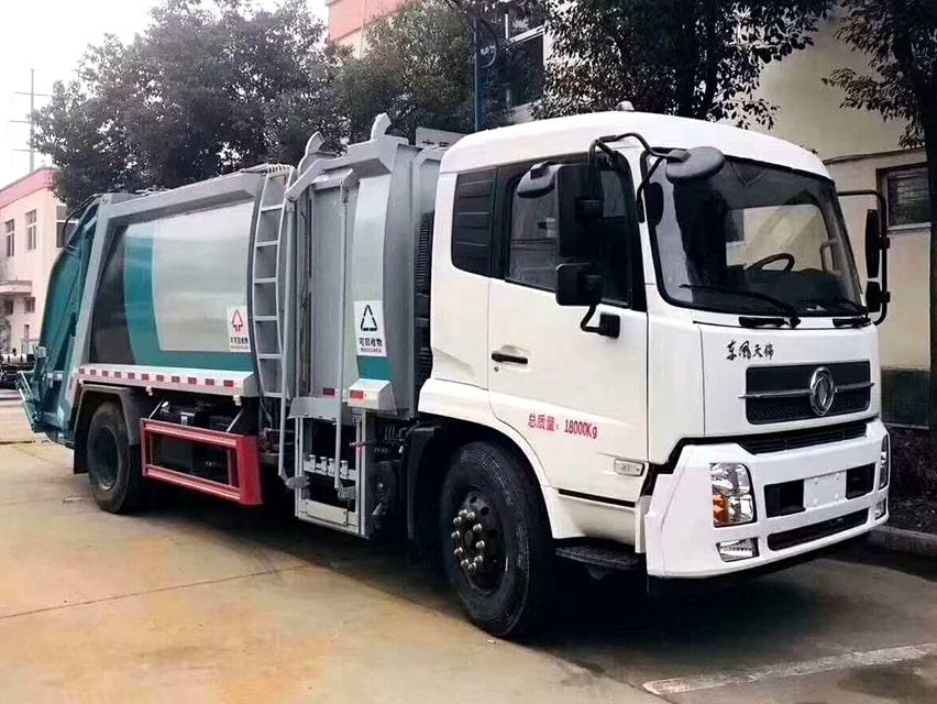 国六东风天锦分捡垃圾运输车右前侧图片