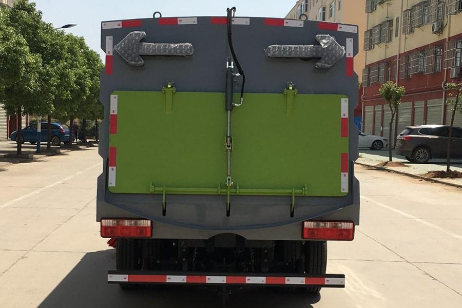 国六东风多利卡5方扫路车后面