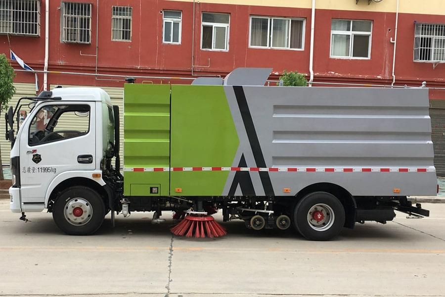 国六东风多利卡9方洗扫车左侧