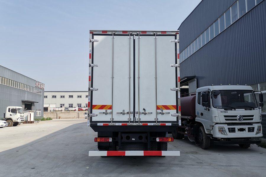 解放J6P9.6米冷藏车正后图片