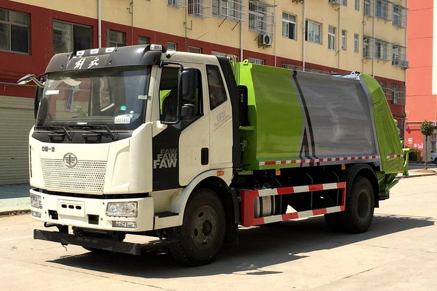 国六解放压缩垃圾车左前侧图片
