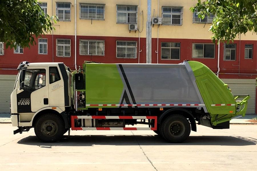 国六解放压缩垃圾车左侧图片
