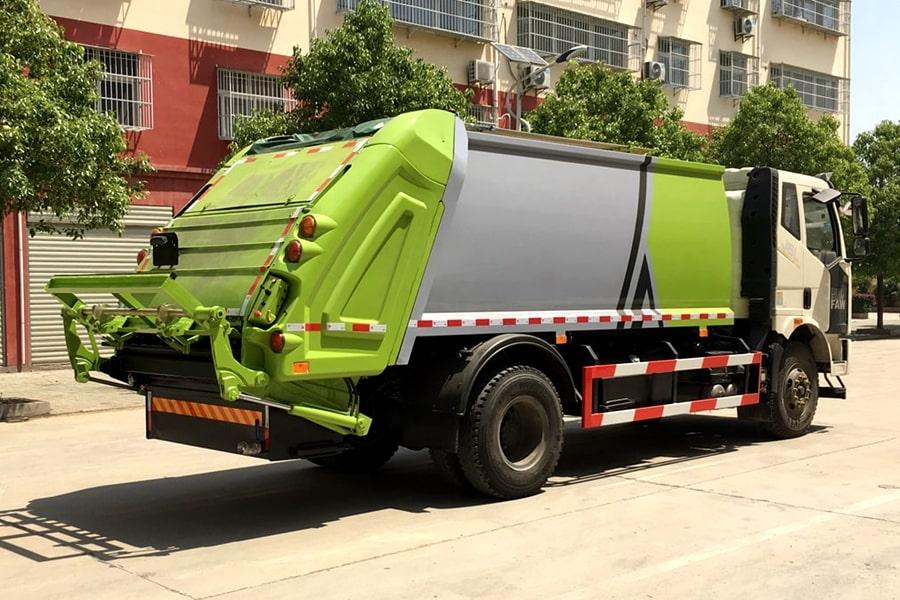 国六解放压缩垃圾车右后侧图片