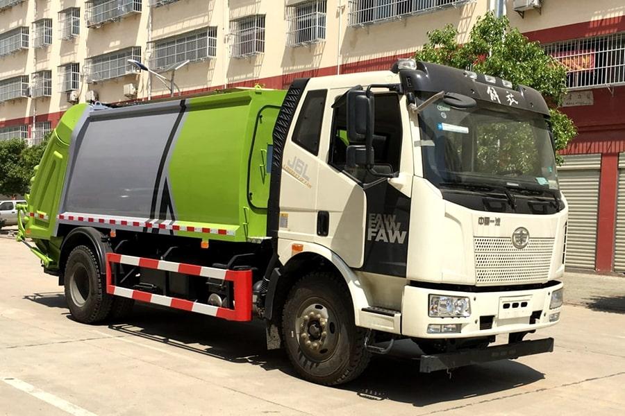 国六解放压缩垃圾车右前侧图片