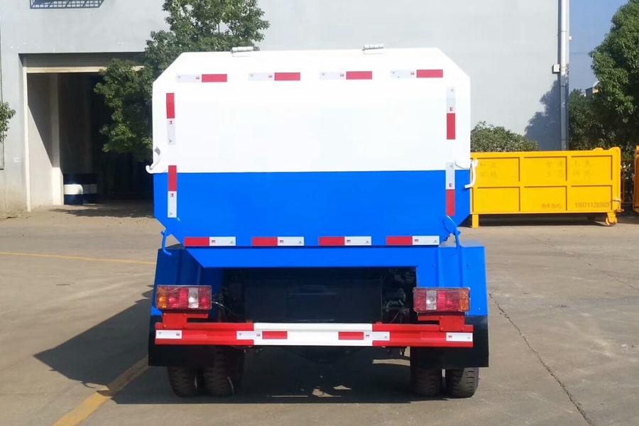 凯马4方挂桶垃圾车后侧图片